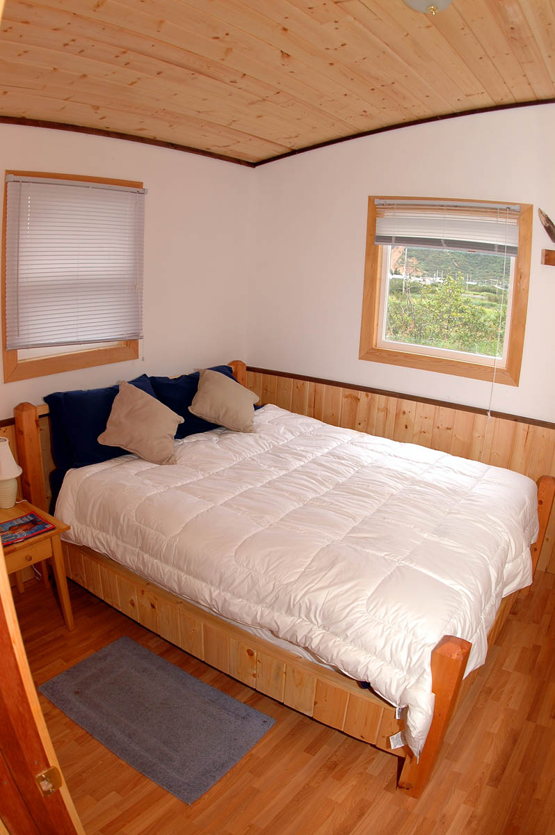 Chignik-Bay-Adventures-lodge-bedroom